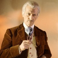Peter Cushing nei panni dell&#039;umano Dottore dei film.
